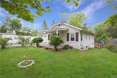 Westchester County Single Family Home For Sale: 15 Bridge Lane