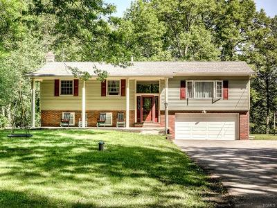 Campbell Hall Single Family Home For Sale: 72 Maybrook Road