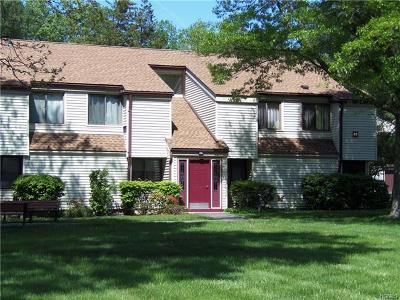 Yorktown Heights Condo/Townhouse For Sale: 41 Jefferson Oval #E