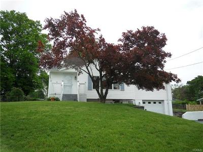 New Windsor Single Family Home For Sale: 17 Cresthaven Drive