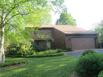 Pleasant Valley Single Family Home For Sale: 15 Stirrup Lane