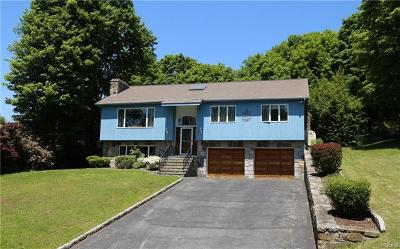 Westchester County Single Family Home For Sale: 26 Hawkes Close