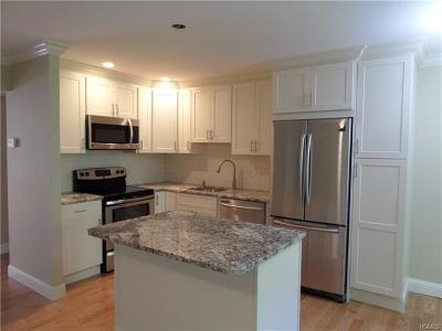 Westchester County Condo/Townhouse For Sale: 15 Essex Place #F