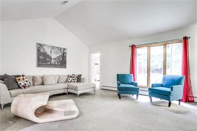Pomona Single Family Home For Sale: 8 Trappers Way