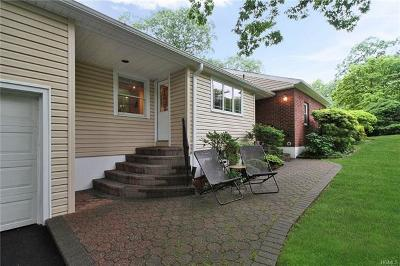 New Rochelle Single Family Home For Sale: 111 Wood Hollow Lane