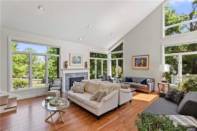 White Plains Single Family Home For Sale: 2 Golden Pond Road