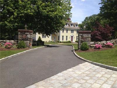 Chappaqua Single Family Home For Sale: 370 Wooded Hill Court