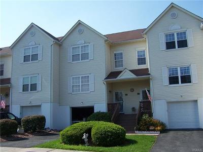 New Windsor Condo/Townhouse For Sale: 405 Arbor Lane