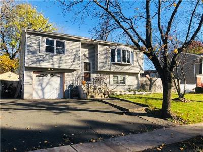 Nanuet Single Family Home For Sale: 16 Valley Drive