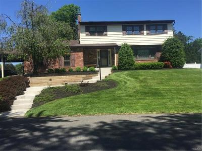 New Windsor Single Family Home For Sale: 21 Clintonwood Drive
