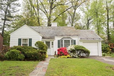 Pelham Single Family Home For Sale: 76 Oak Lane