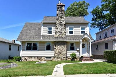 Pelham Single Family Home For Sale: 411 Second Avenue