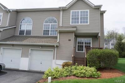 New Windsor Condo/Townhouse For Sale: 607 Crab Apple Lane
