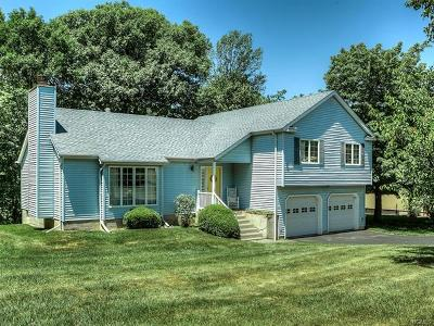 Middletown Single Family Home For Sale: 16 Hoover Drive