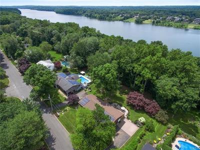 Rockland County Single Family Home For Sale: 136 Waters Edge