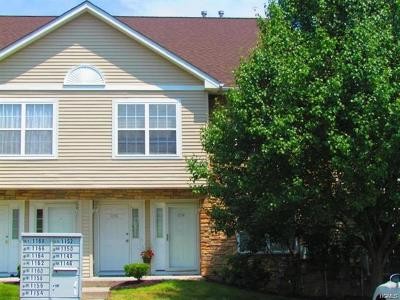 Newburgh Condo/Townhouse For Sale: 1154 Maggie Road