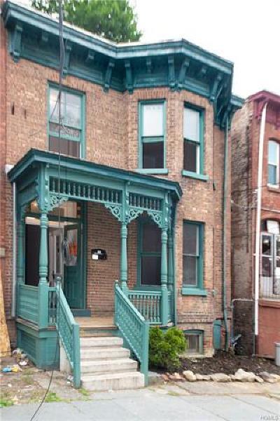 Newburgh Single Family Home For Sale: 54 Benkard Avenue