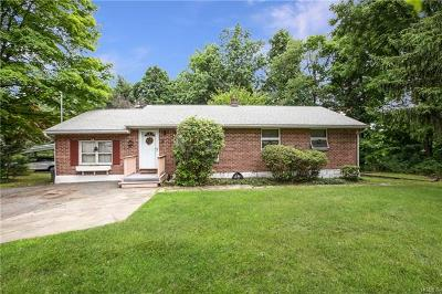 Westchester County Single Family Home For Sale: 60 Waterbury Parkway