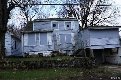Newburgh Single Family Home For Sale: 7 Cottage Avenue