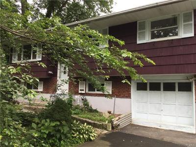 Nanuet Single Family Home For Sale: 7 Cottage Place