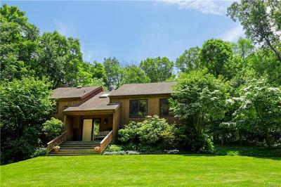 Westchester County Single Family Home For Sale: 32 Oak Road