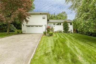 New Rochelle Single Family Home For Sale: 76 Sara Lane