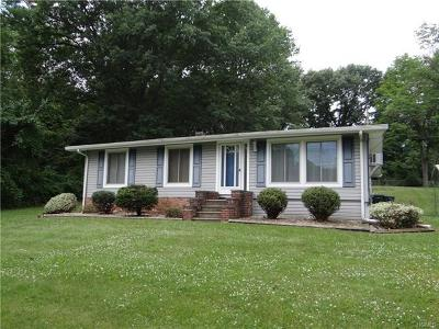 Milton Single Family Home For Sale: 25 Mohawk Drive