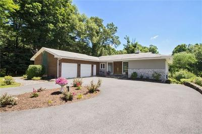 Westchester County Single Family Home For Sale: 16 Dunhill Drive