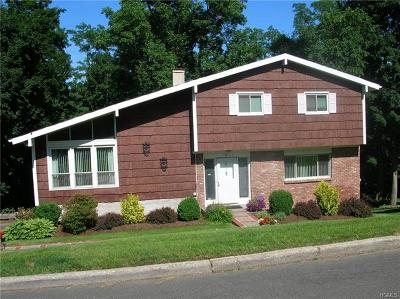 White Plains Single Family Home For Sale: 2 Stonewall Circle