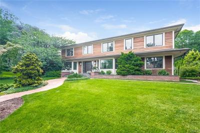 Westchester County Single Family Home For Sale: 15 Northwood Circle