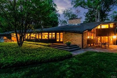 Westchester County Single Family Home For Sale: 8 Overlook Road