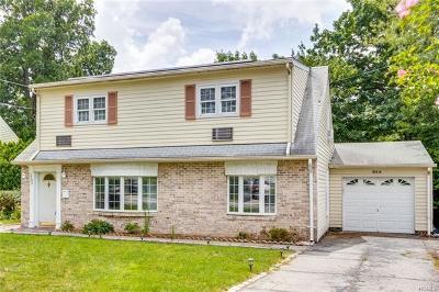 Yonkers Single Family Home For Sale: 132 Jennifer Lane