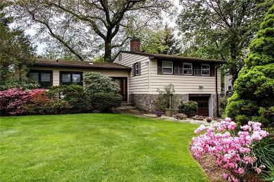 White Plains Single Family Home For Sale: 17 Maplemoor Lane