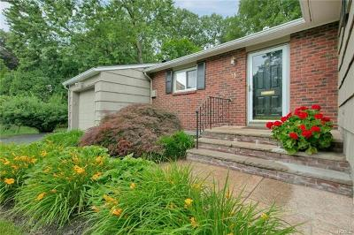Nanuet Single Family Home For Sale: 15 Green Oval