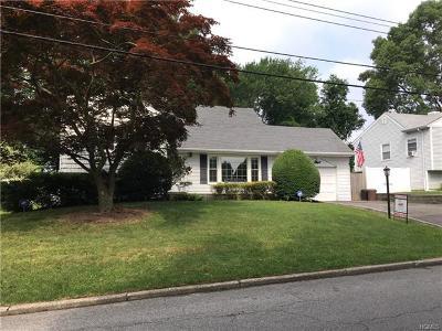 Tuckahoe Single Family Home For Sale: 54 Boxwood Road