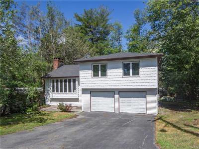 Single Family Home For Sale: 4 Crescent Circle
