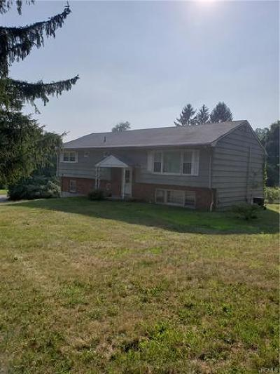 Single Family Home For Sale: 17 Deerwood Road