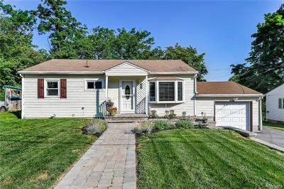 Middletown Single Family Home For Sale: 15 Woodland Avenue