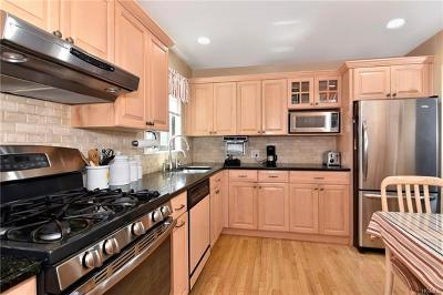 Tarrytown Condo/Townhouse For Sale: 519 Martling Avenue