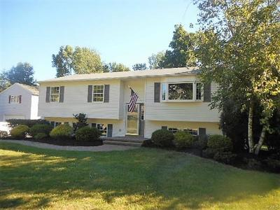 Monroe Single Family Home For Sale: 40 Winchester Drive