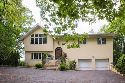 Pelham Single Family Home For Sale: 8 Shoreview Circle