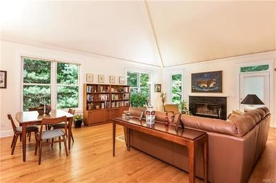 White Plains Single Family Home For Sale: 21 Westfield Road
