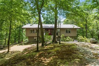 Tuxedo Park Single Family Home For Sale: 18 Deer Path Road