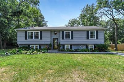 Middletown Single Family Home For Sale: 17 Keats Road