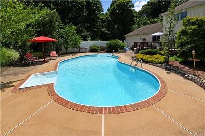 Single Family Home For Sale: 4 Erin Lane