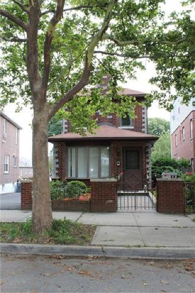 Bronx NY Single Family Home For Sale: $619,000
