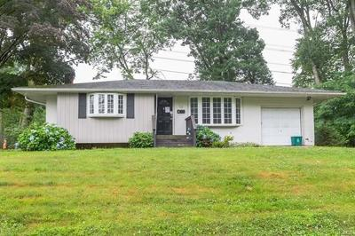 Rockland County Single Family Home For Sale: 15 Woodridge Drive