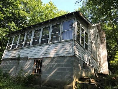 Middletown Single Family Home For Sale: 17 South Shore Drive