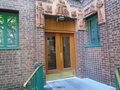 Bronx Condo/Townhouse For Sale: 2150 East Tremont Avenue #2E