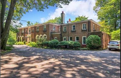 New Rochelle Single Family Home For Sale: 376 Beechmont Drive